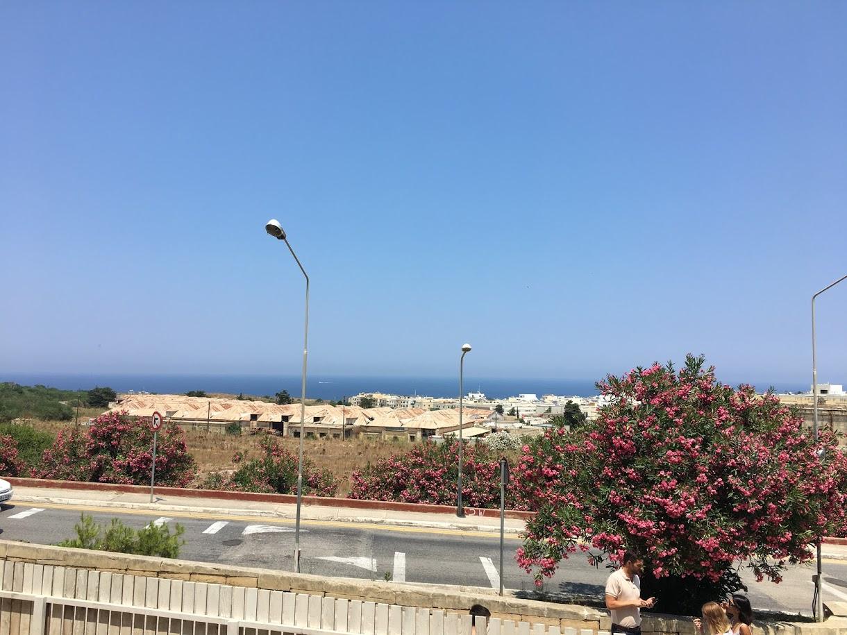 Výhled na moře z vstupních dveří Aclass Academy