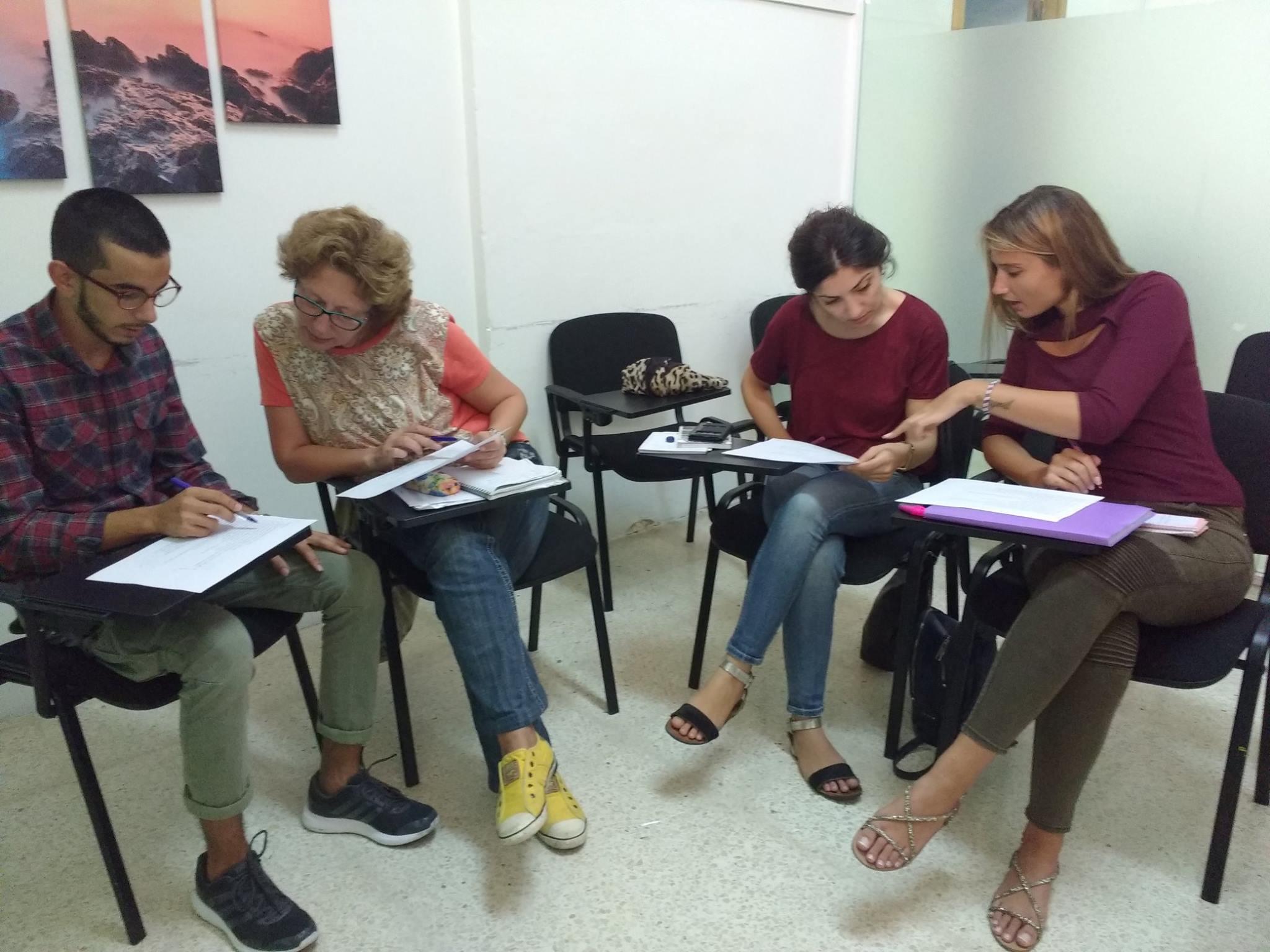 Studenti při výuce v Aclass Academy