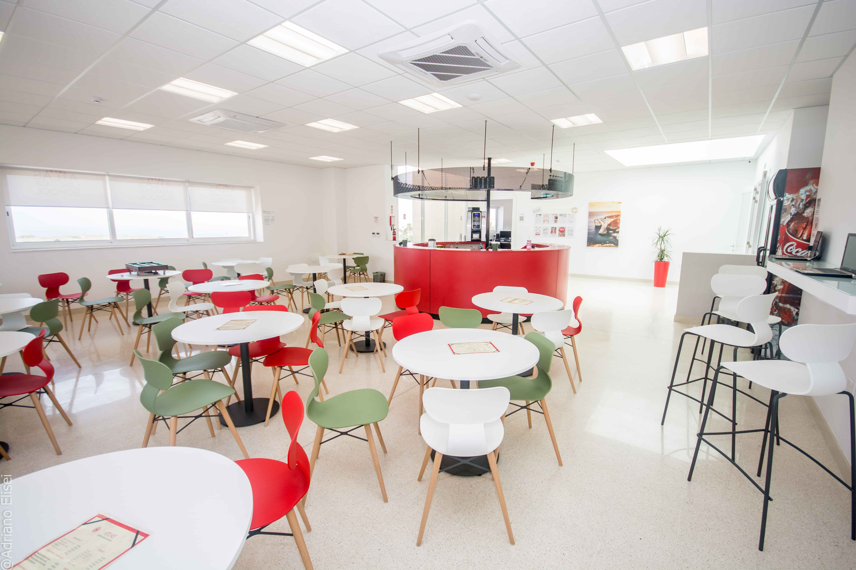 Prostrná kavárna jazykové školy Atlas Malta