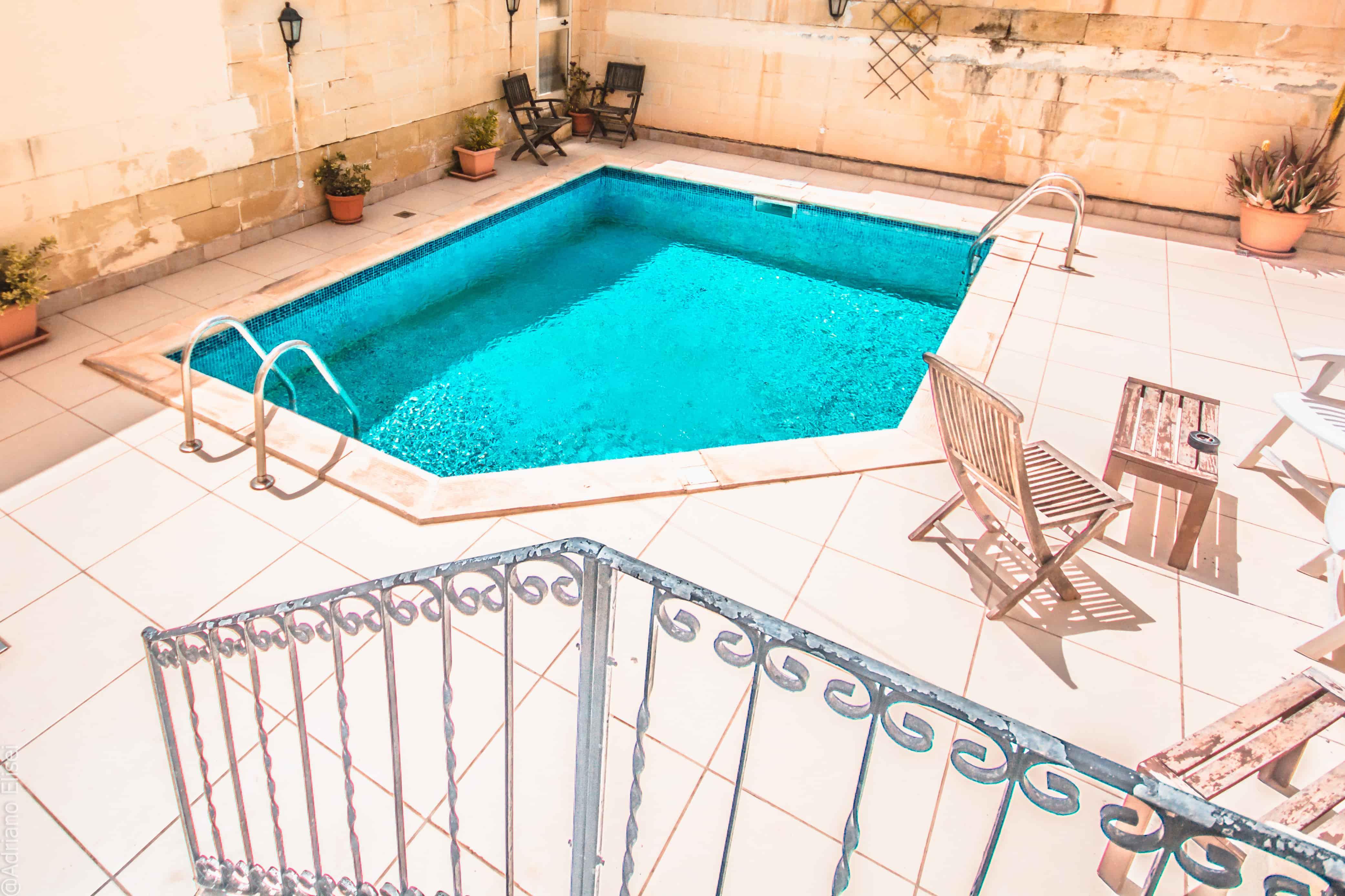 Bazén v rezidenci Kappara jazykové školy Atlas Malta