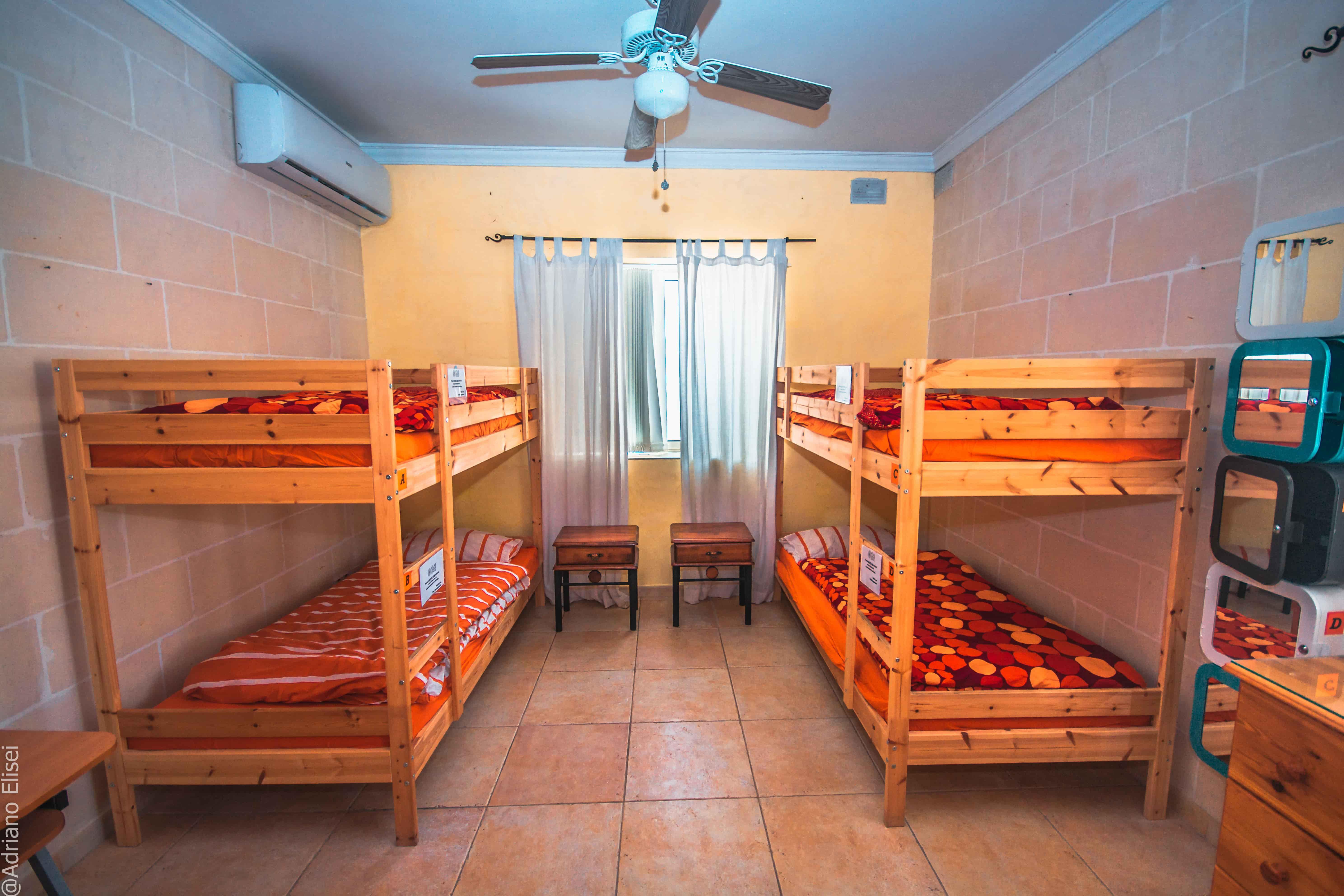 Čtyřlůžkový pokoj pro studenty v rezidenci Kappara od Atlas Malta