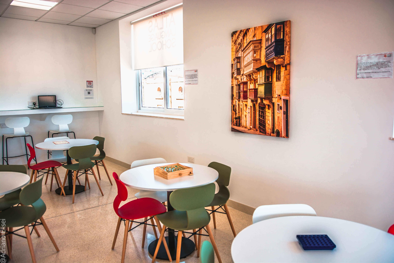 Odpočinkové prostory pro studenty v Atlas Malta.