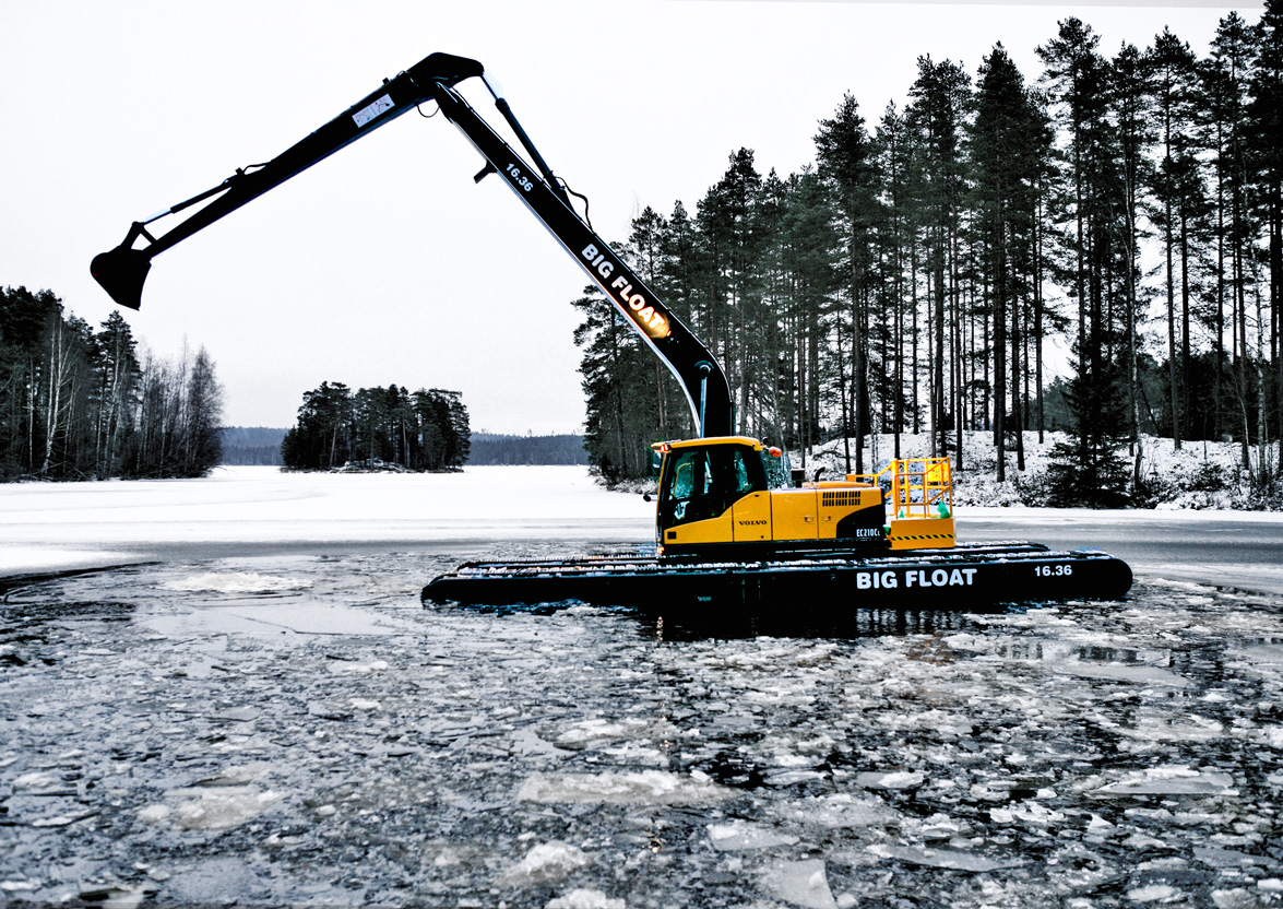 Dredgers REMU OY on the water