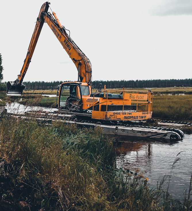 Removing Vegetation From Lake Big Float REMU