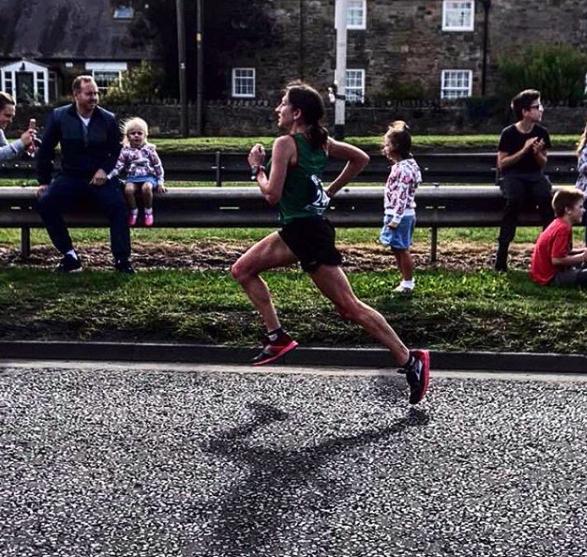 Rebecca Robinson running in a race