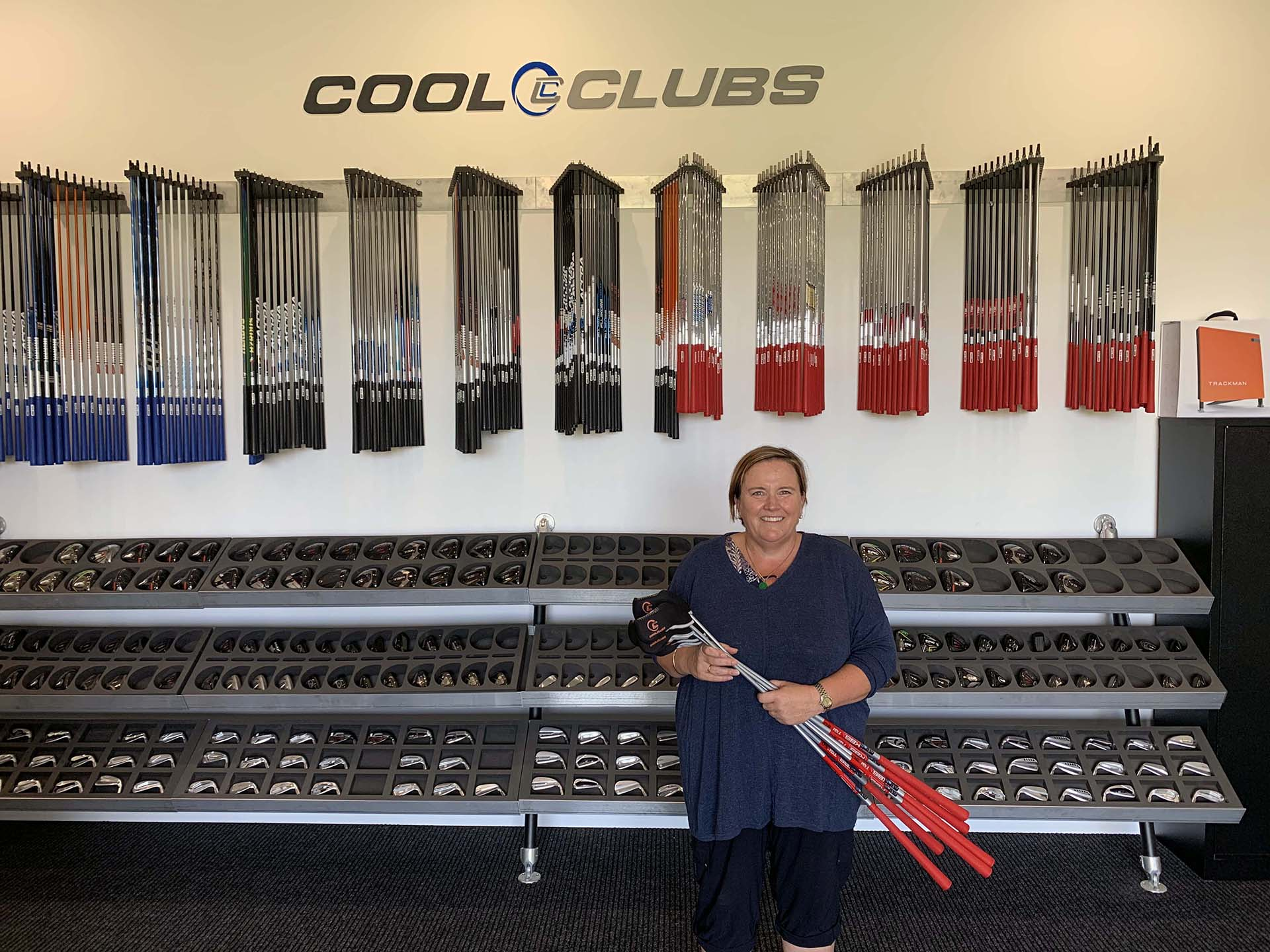 jo-anne picking up her clubs at Cool Clubs Melbouren