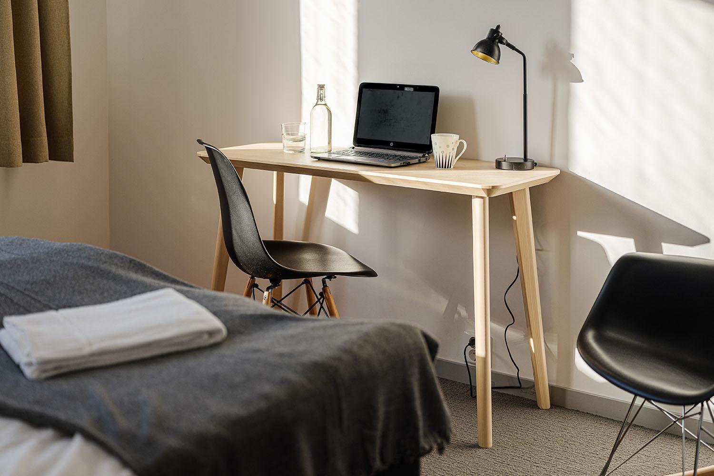 Skrivbord för arbetsplats på NY Hostel