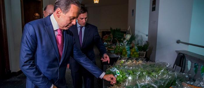 Governo de São Paulo incentiva a venda de alimentos embalados em plástico