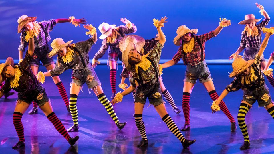 Scarecrow dancing