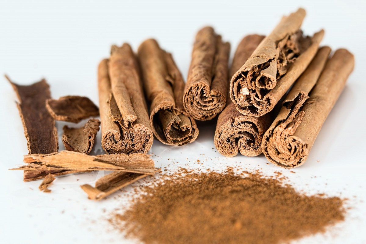 Cassia Essential Oil: cinnamon sticks