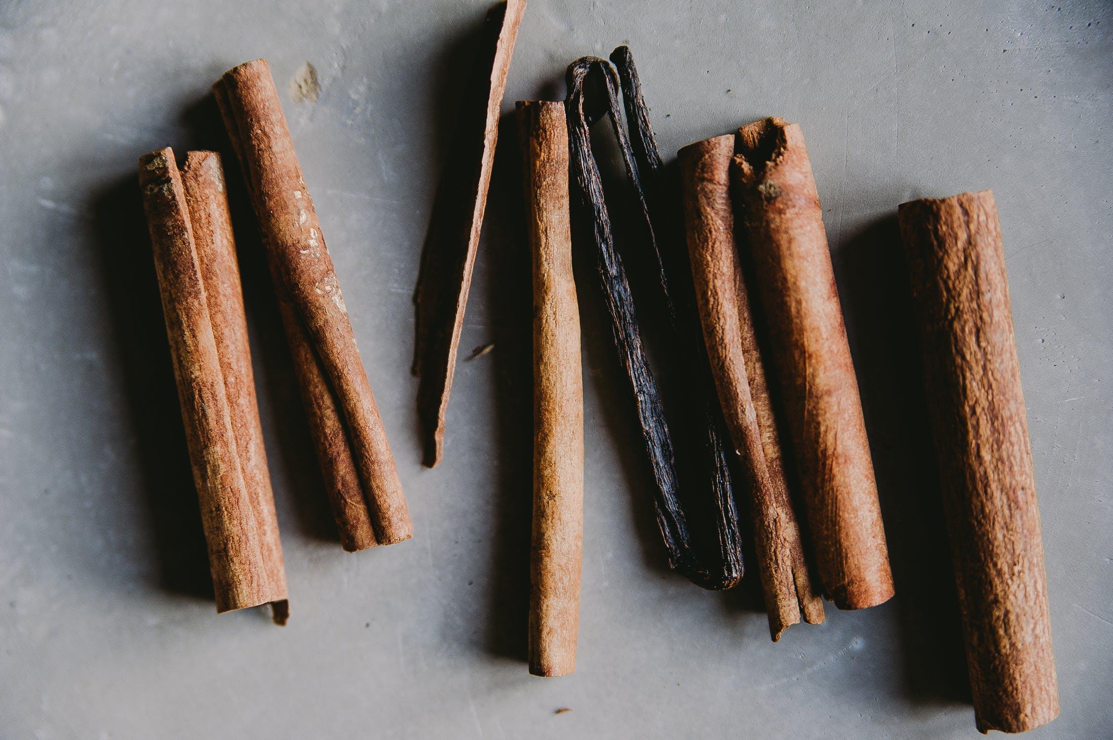 Vanilla Essential Oil: vanilla sticks
