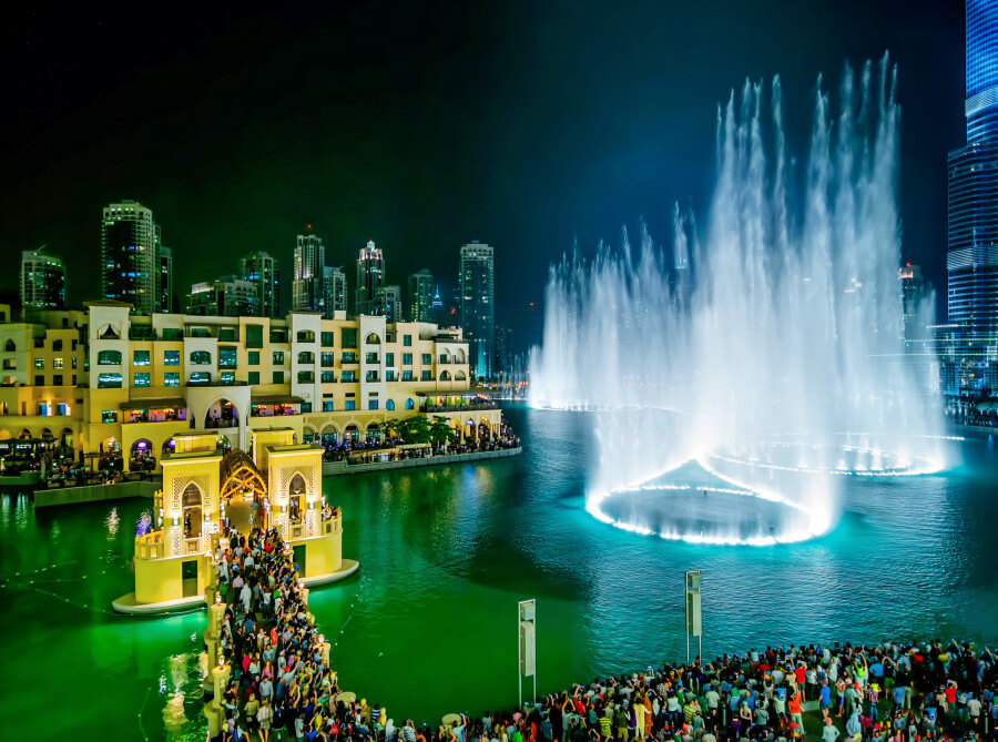 Dubai fountains at night, activity with students