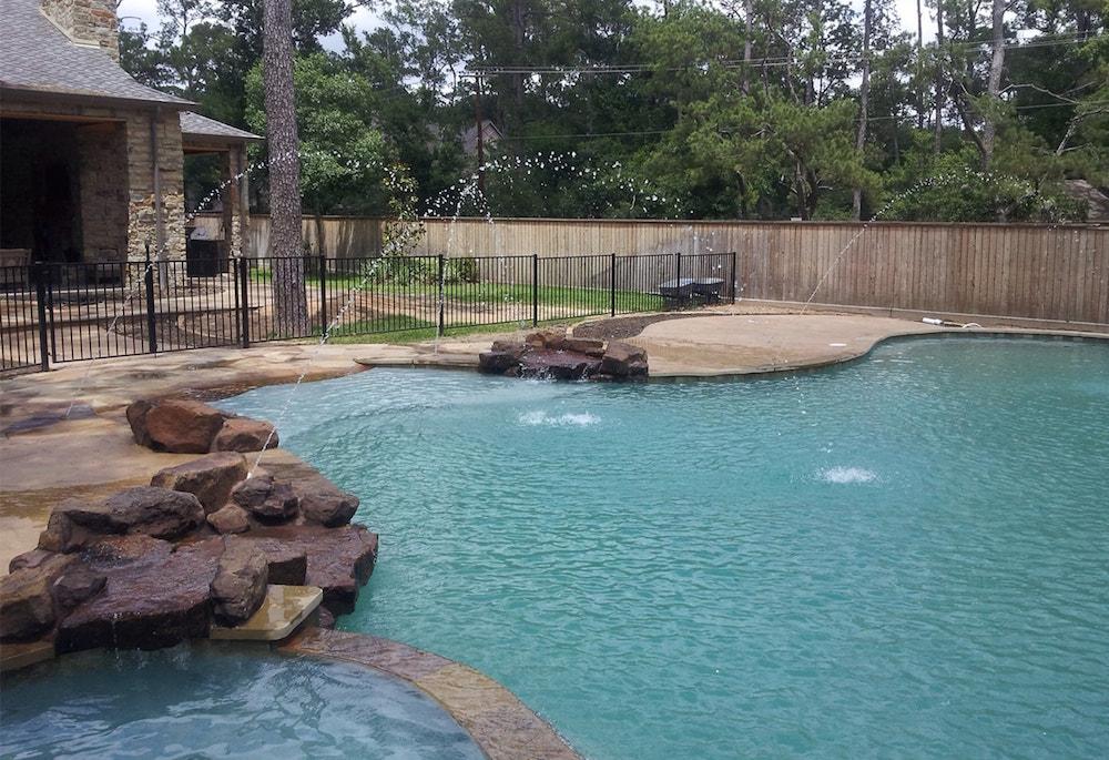 Majestic Custom Pools Pool Image