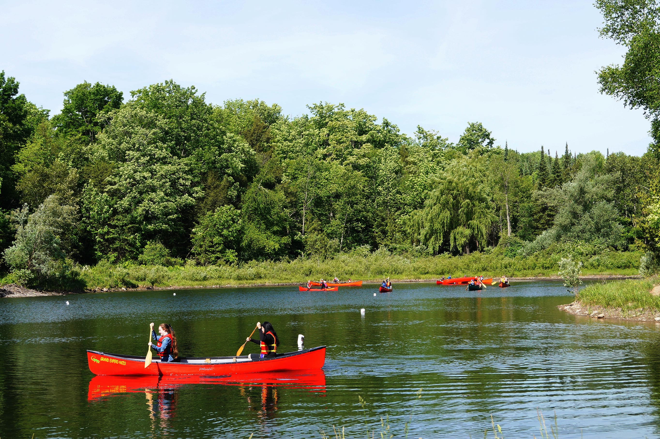 2 people canoeing
