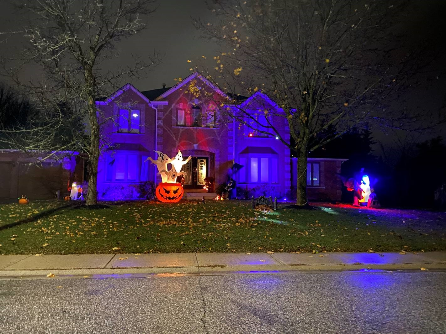 Home Decorated for Halloween, Winner of Mono's Home Decorating Contest