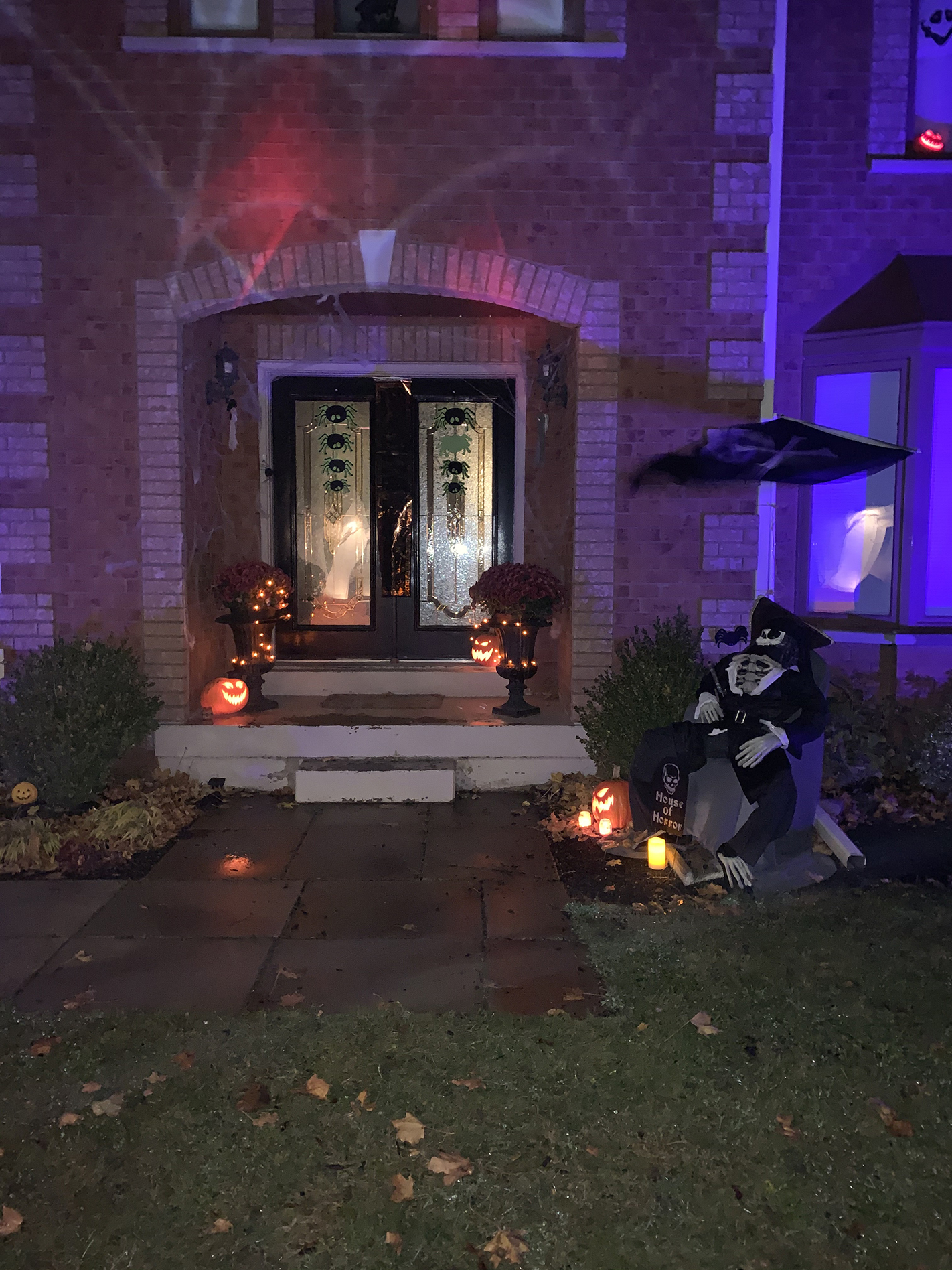 Front Entrance of the Home that Won Mono's Home Decorating Contest