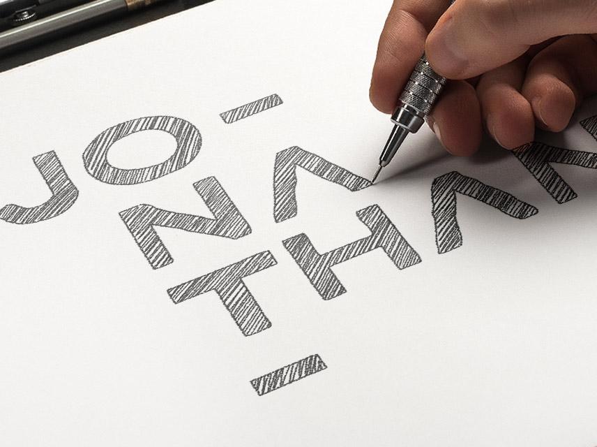 Dibujando con lápiz uno de los primeros bocetos de mi marca personal