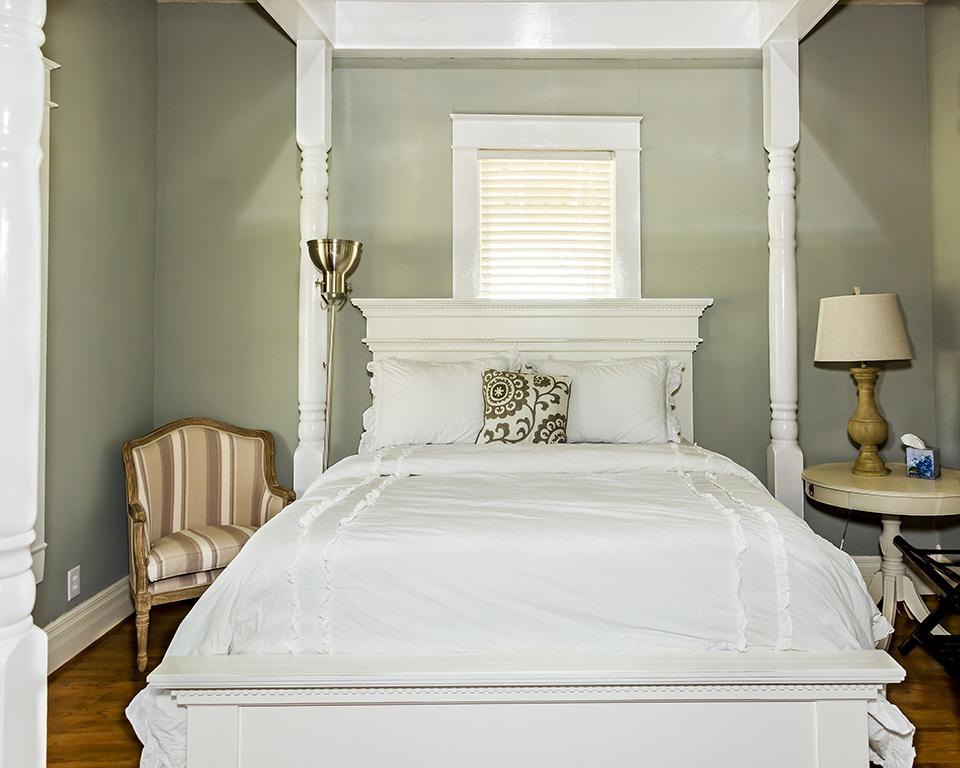 white four column bed