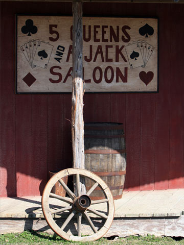 wooden sign that says 5 queens and a jack