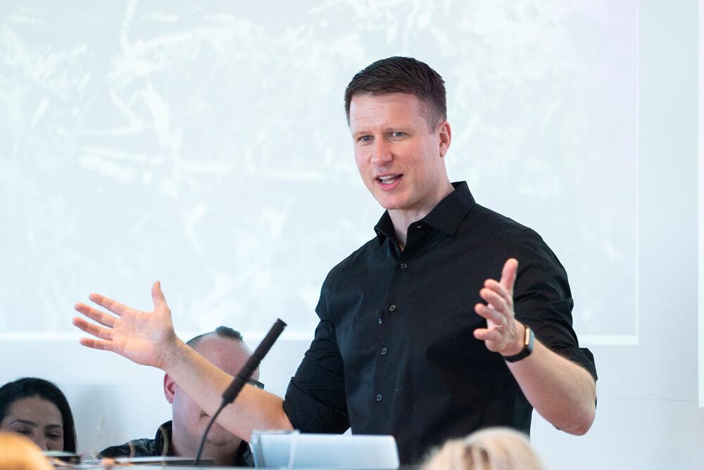 Brynjar Karl speaking