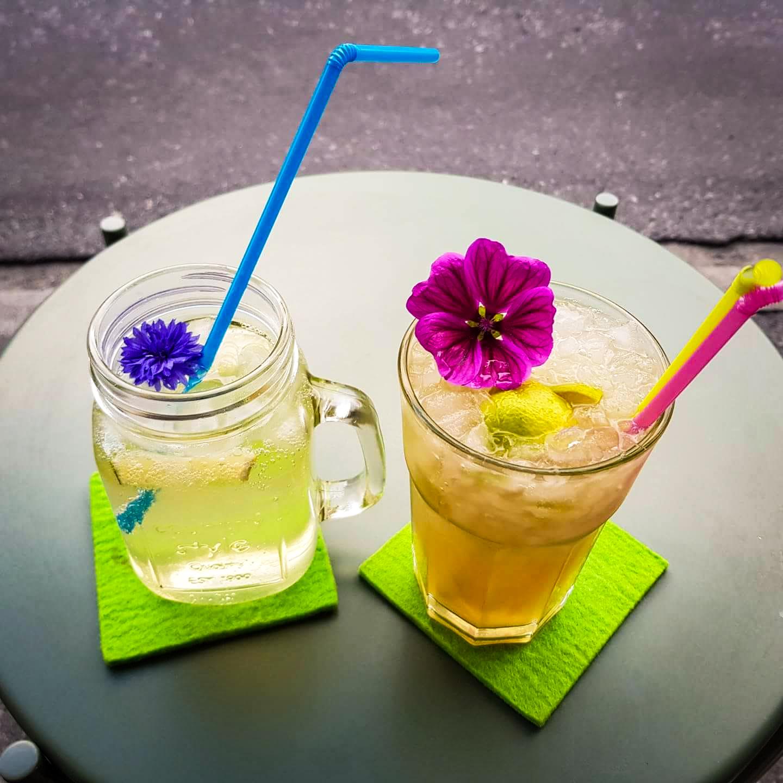 Sommerliche Drinks und Antipasti