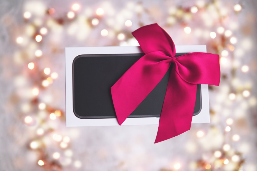 7 Christmas Gift Ideas for an iPhone Addict!
