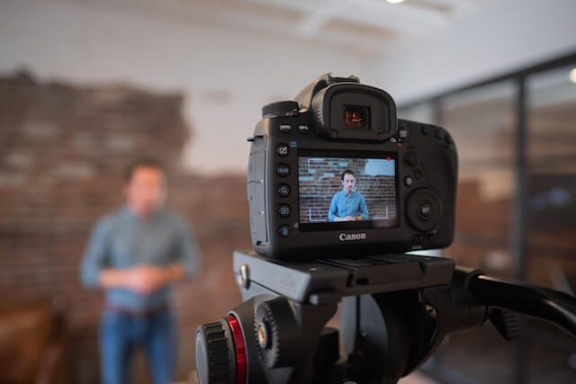 What Type of Videos Are Successful on Social Media? Pros and Cons and a Tools List.