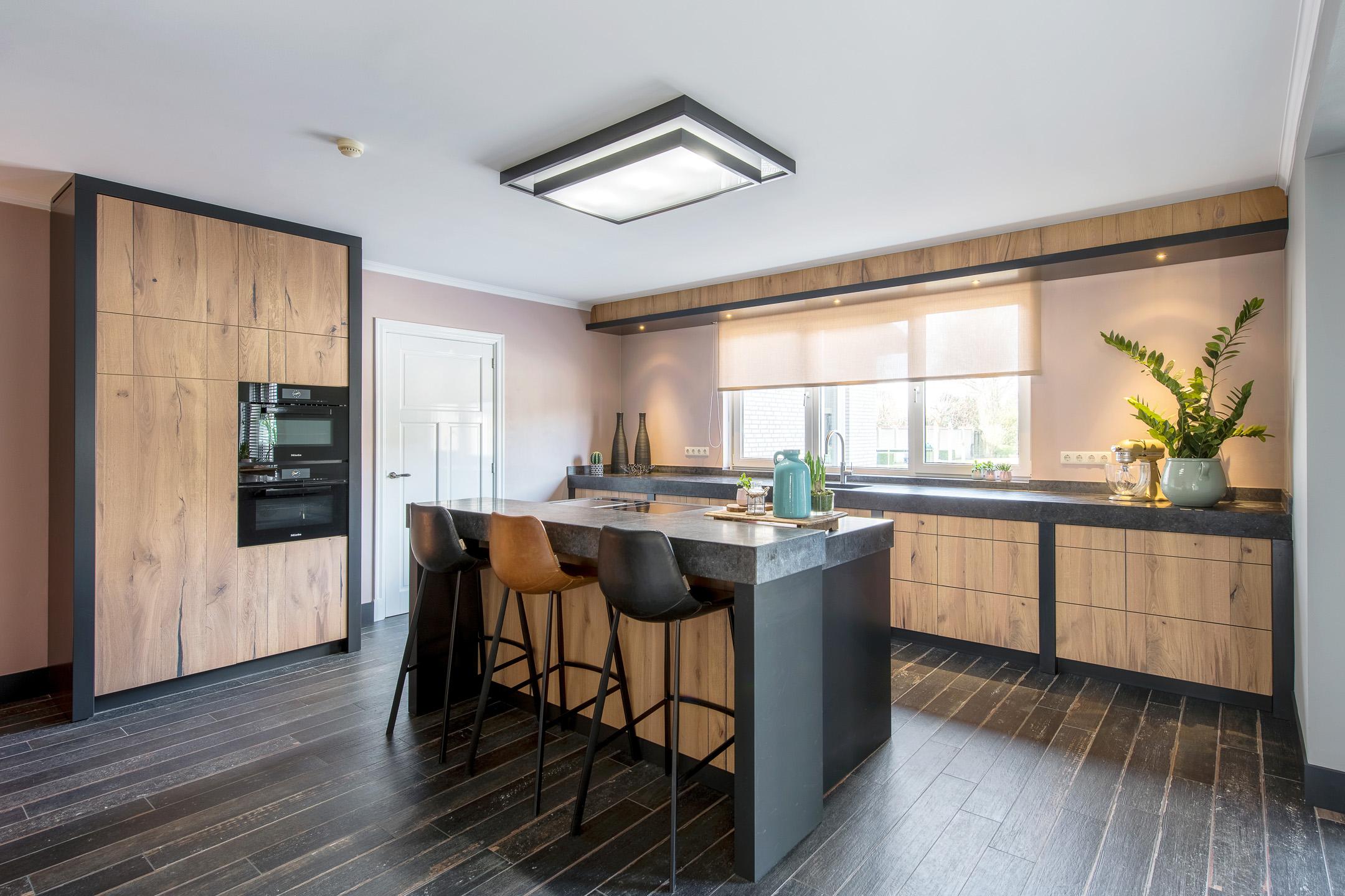 Stoere Keuken Grey : Stoere bij keuken in warme tinten
