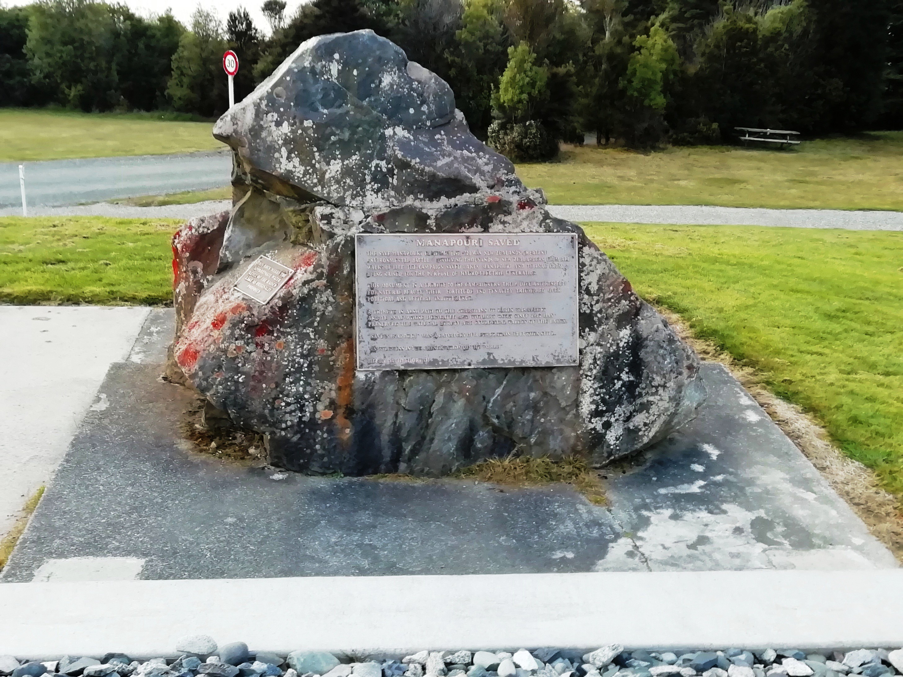 Stone showing how high Lake Manapōuri might have risen