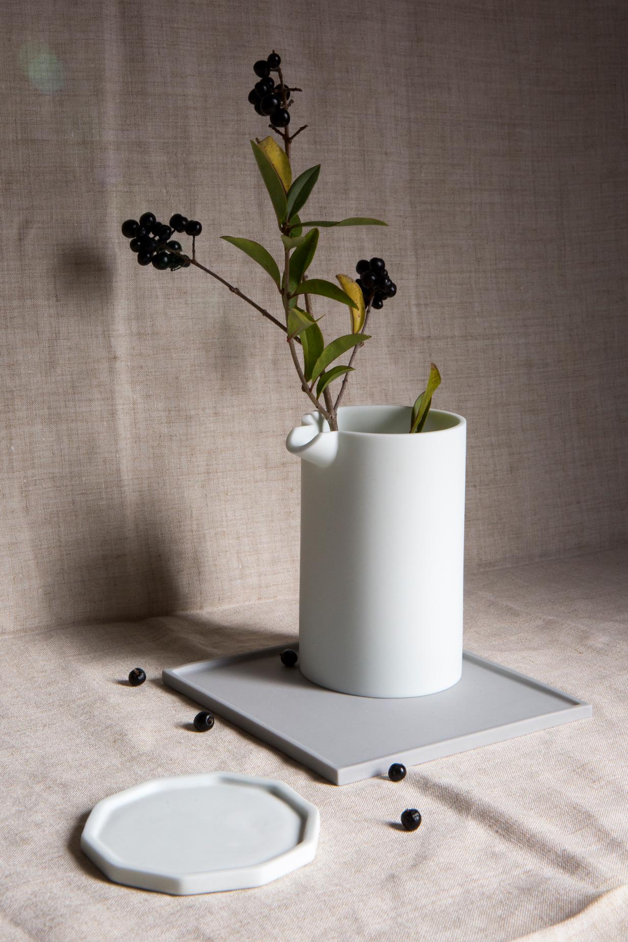 Natalie J Wood – Detsu parian clay pourer and plate