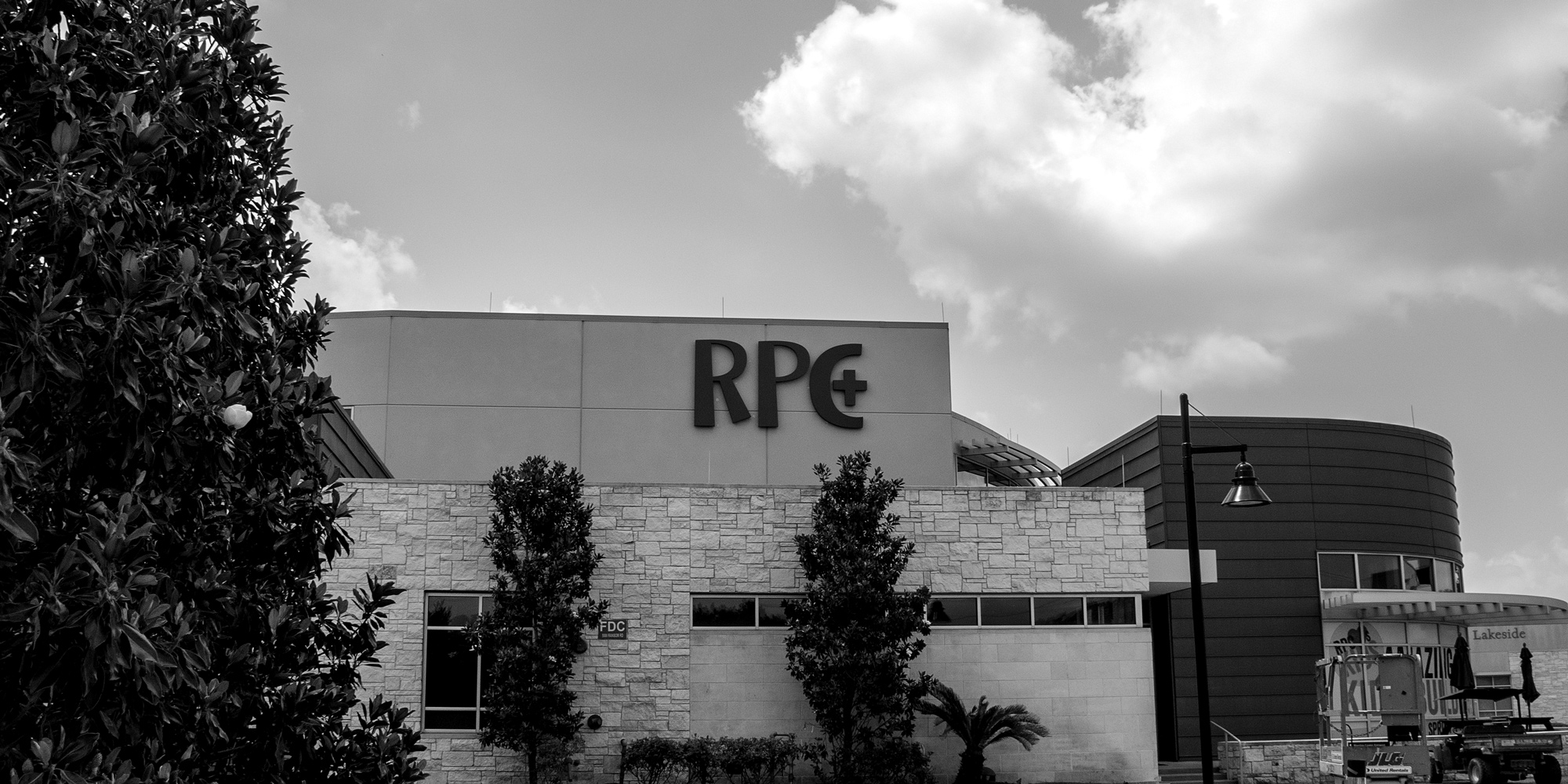 River Pointe Church large format halo-illuminated channel letters mounted to building