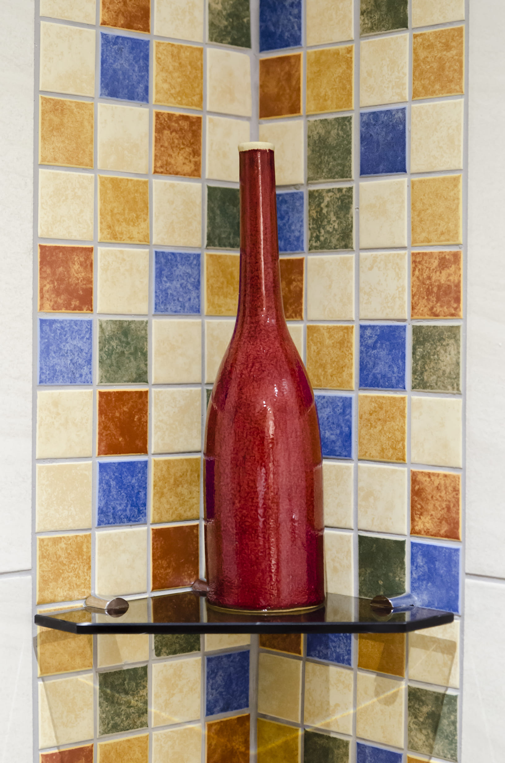 A View 2 Sea detail photo of a decorative red bottle in the shower area.