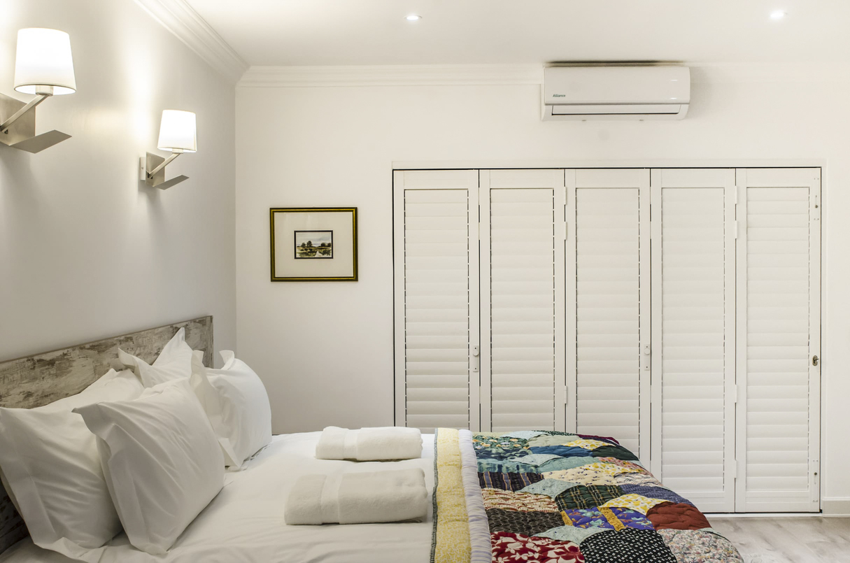 3 Way View bed and aircon and closed shutters