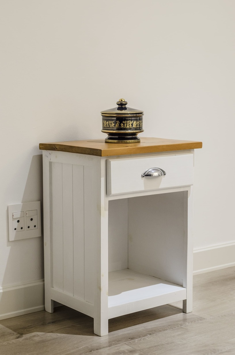 3 Way View bedside table detail photo