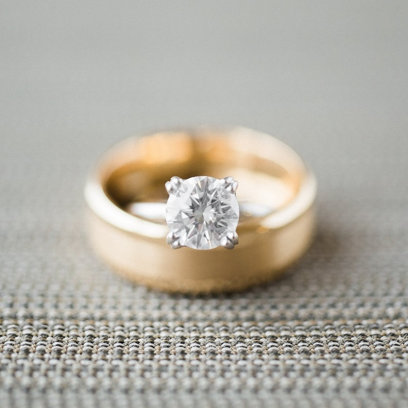 Detail shot of the couples rings.