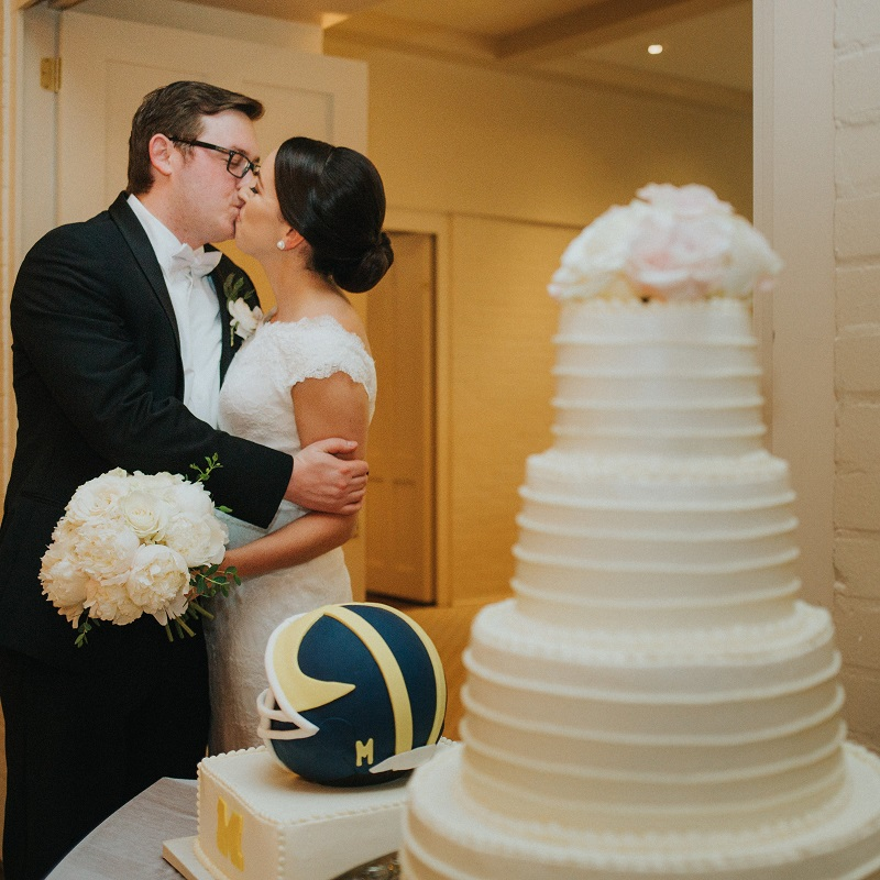 The bride and groom with their wedding cakes.