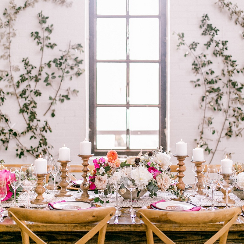 Full shot of the bright and bold wedding tablescape.