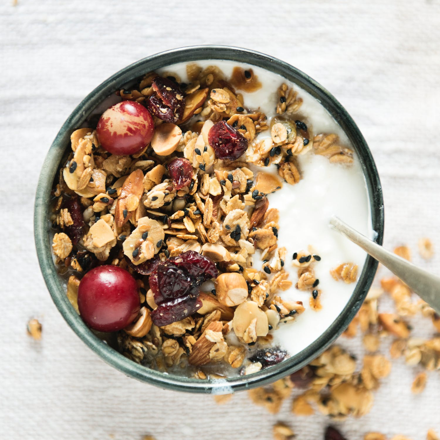 Yogurt with oats, nuts, and berries