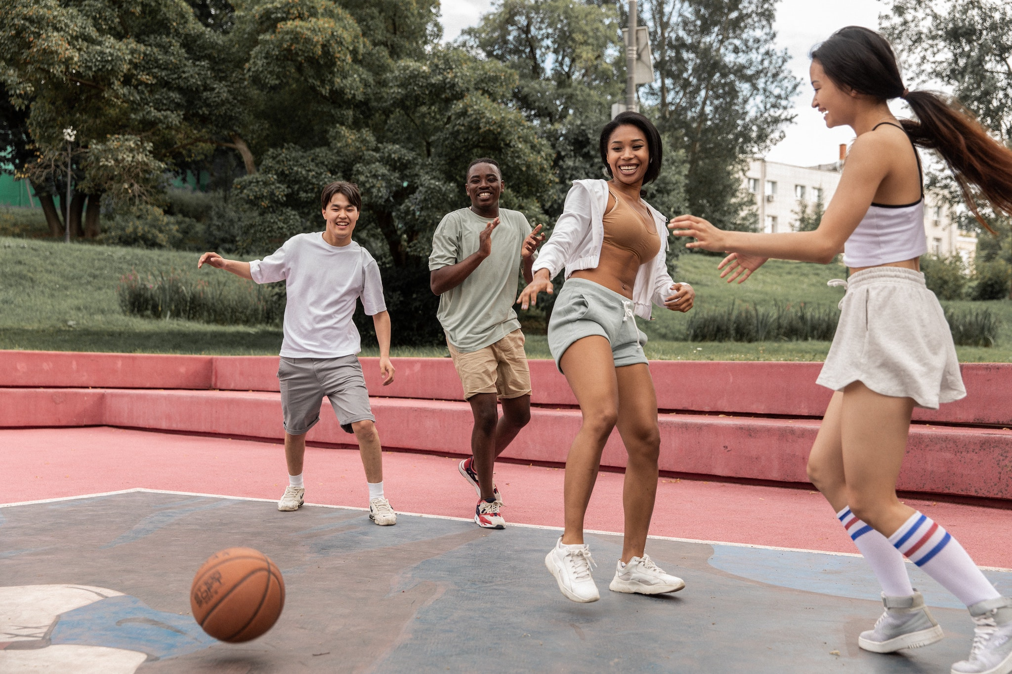 7 Amazing Team Building Games Your Team Won't Hate 🏀