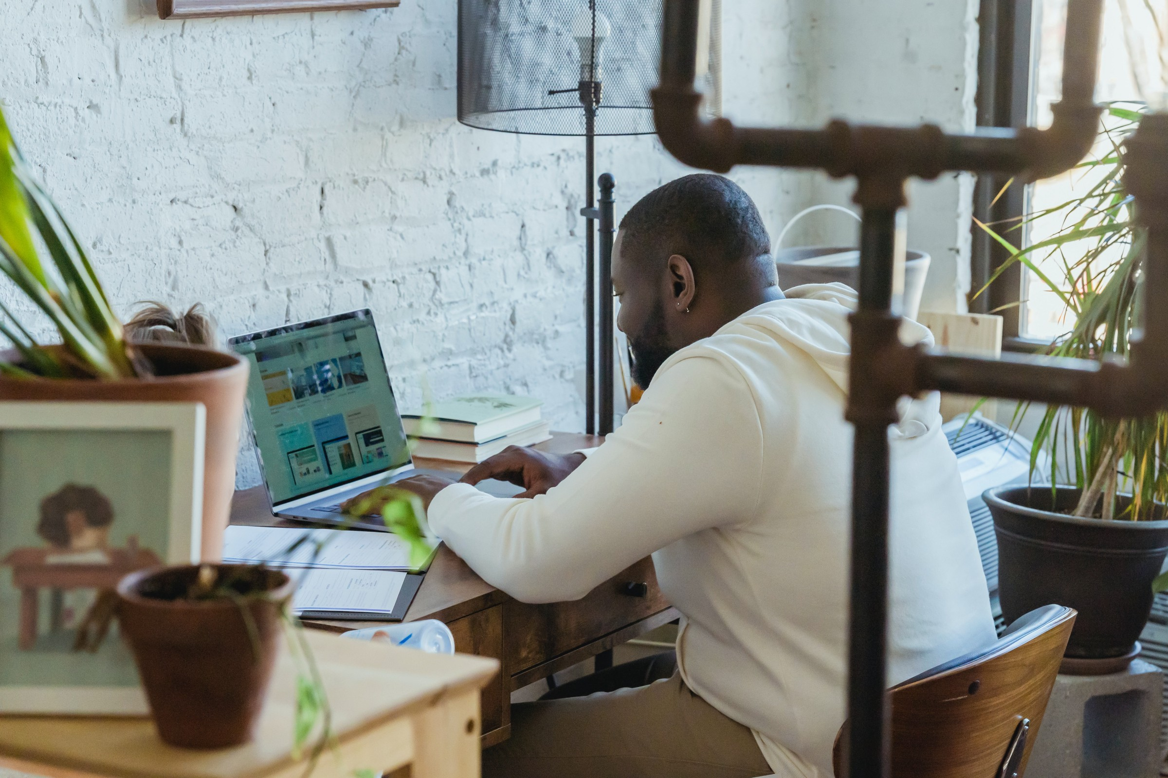 How to Manage Your Employees Better Remotely