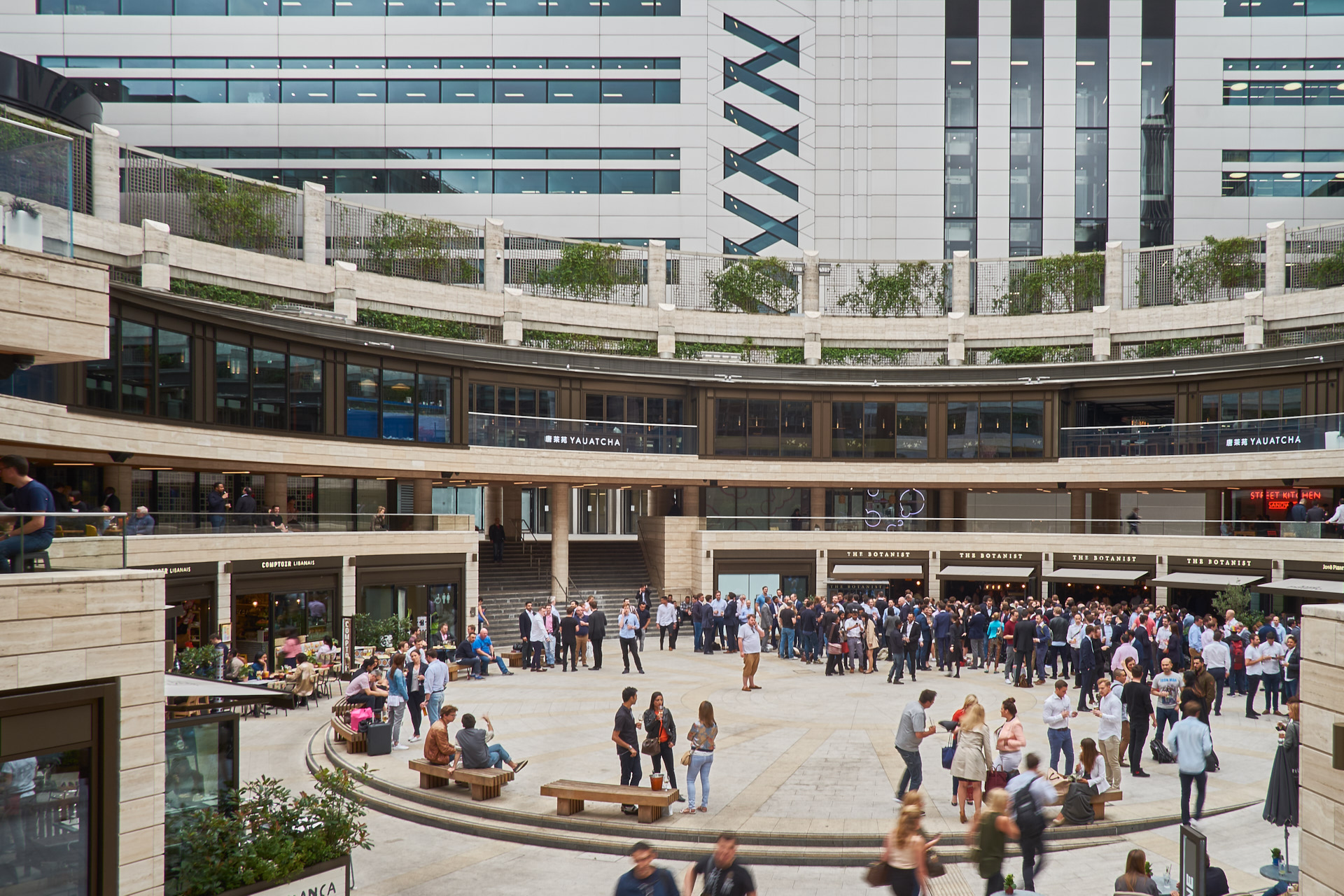 Broadgate Circus in 2016, background: 5 Broadgate, Make Architects, 2016.