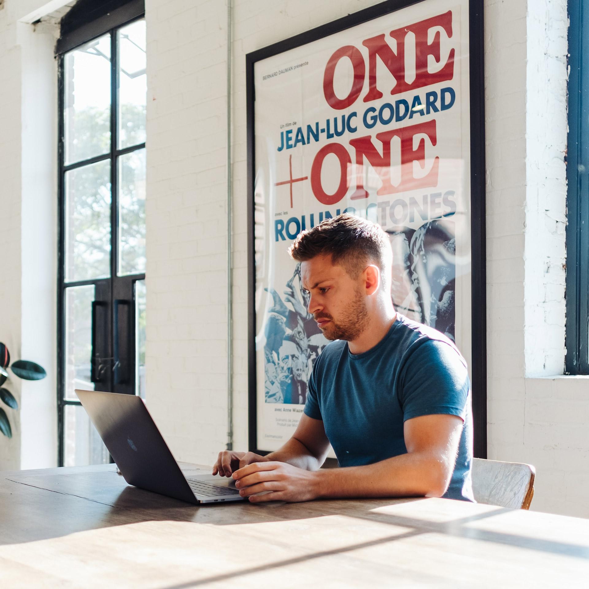 Visste du att en tjänsteman kommer att spara 1 till 8 timmar i veckan genom att använda SharePoint och Teams på rätt sätt?