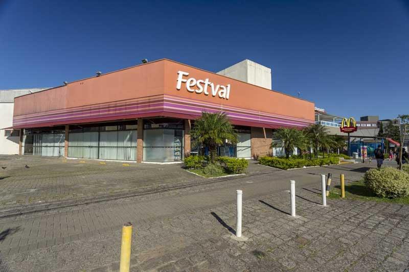 O Alba está localizado próximo ao Supermercado Festval, em Curitiba.