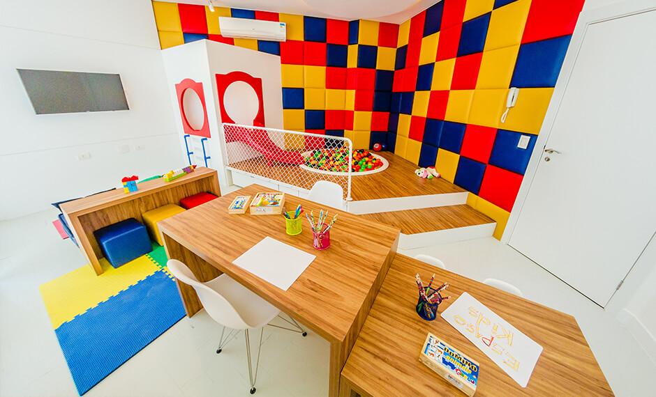 Brinquedoteca equipada e decorada do residencial Monselle, no Centro Cívico, em Curitiba, Paraná