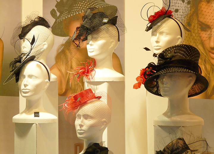Complete Guide to a Womens Fascinator Hat