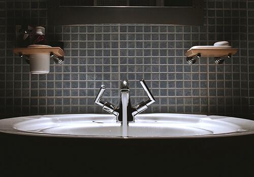 Commercial_bathroom