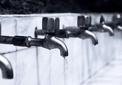 Maintenance_leaking_tap