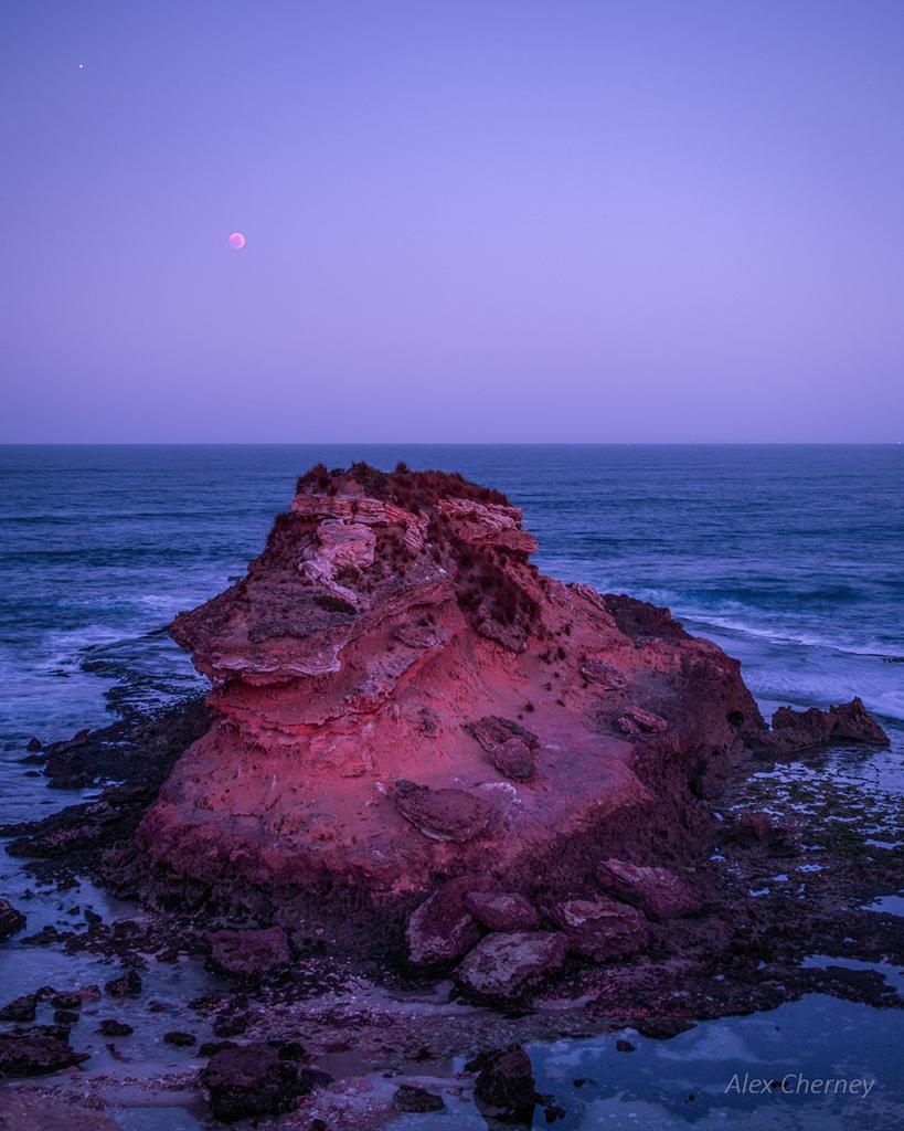 Planète Rouge, Lune Rouge, et Mars