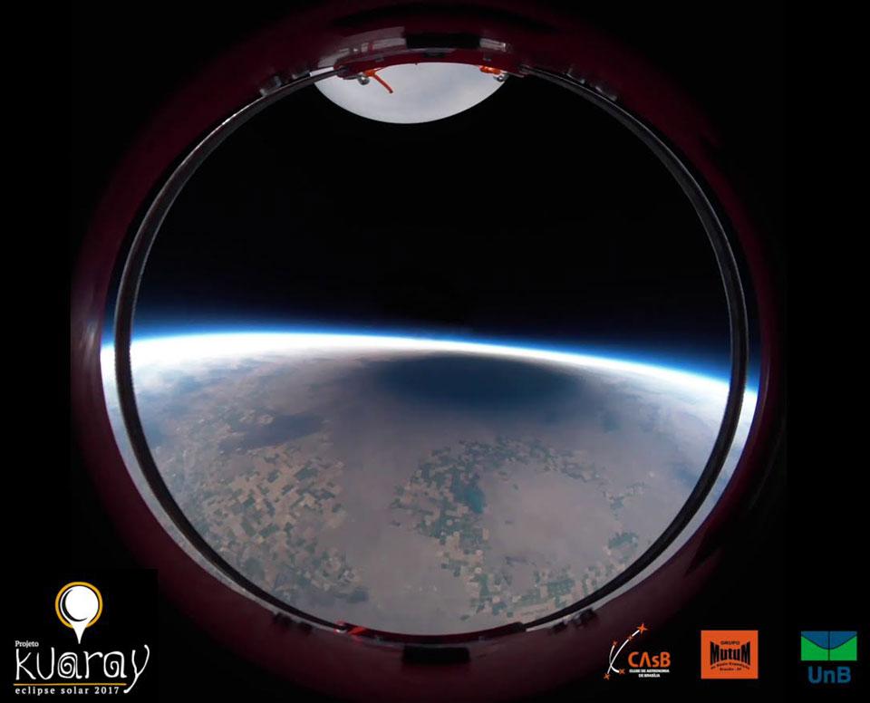 L'ombre d'une éclipse solaire totale depuis un ballon