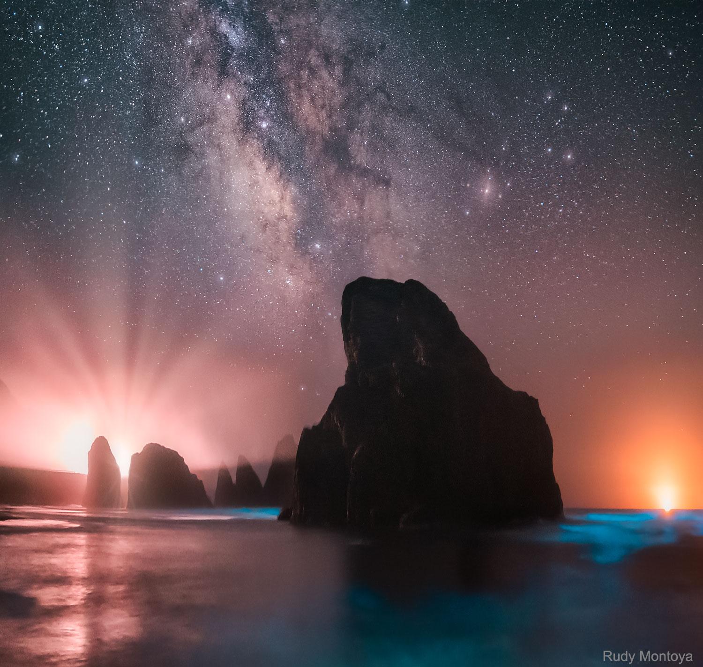 La mer et le ciel brillent sur la côte de l'Oregon